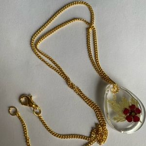 Jewelry - Handmade resin gold plated flower necklace